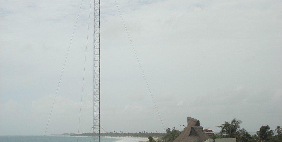 turbina eólica en playa